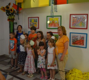 Der Kinder-Malkreis von Valentina Spieß (rechts) zusammen mit Hannah Funk (links)