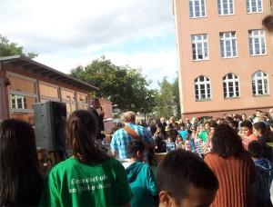 Schulleiter Parduhn eröffnet das Sommerfest