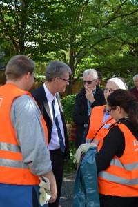 Bezirksbürgermeister Kleebank im Gespräch mit Quartiersrat und QM