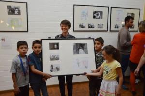 Nathalie Oswald mit vier ihrer jungen Akteure