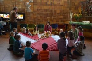 zeigten Kinder der Kita Regenbogen aus dem Projekt mit der Komischen Oper ..