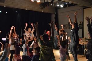 ... mit viel Freude bei den Tanzspielen der Familiendisco