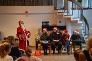 Von der Jugendtheatergruppe: Ein Weihnachtskrimi um einen Koffer voller Geld sowie ..