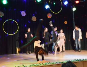.. tüchtig nacheifern, die Breakdance-Gruppe aus 2,3, u. 4. Klassen
