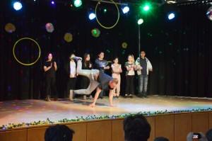 Breakdance und Aktobatik, dem Vorbild – der AG-Leiter Lukas _ nacheifern