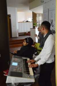 und für Musik von Mahfouz am Keyboard