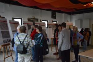Noch vor dem Tourstart, viel Info durch die Ausstellung Vom Amalienhof zur Großsiedlung