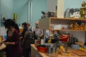 Geschäftiges Gewusel in der Küche