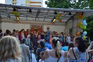 Anregung zum Mitmachen bei Tanz und Bewegung der Gs am Amalienhof