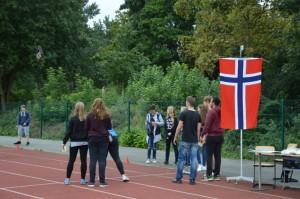Passend zum Klima: Gummistiefel-Weitwurf in Norwegen ...