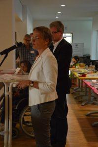 ... sowie von Claudia Kusch, Pfarrerin der Ev. Kirchengemeinde zu Staaken