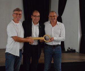Bei der Übernahme: Detlev Cleinow (Leiter Kulturzentrum), Gerhard hanke (Bezirksstadtrat), Harro Bräuniger (Geschäftsführer Chance BJS)