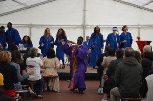 Brachte Bewegung in das Festzelt: Rev. Kingsley Arthur und der Revival Gospel Chor