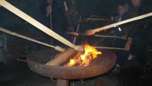 Immer ganz beliebt Stockbrot am Lagerfeuer zum Schluss der Familiennacht 2016
