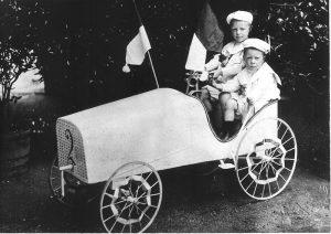 1904-oberursel_karl-u-willi-mann-3-sieger-u-gewinner-im-schoenheitswettbewerb_lizenz-gemeinfrei_wikimedia